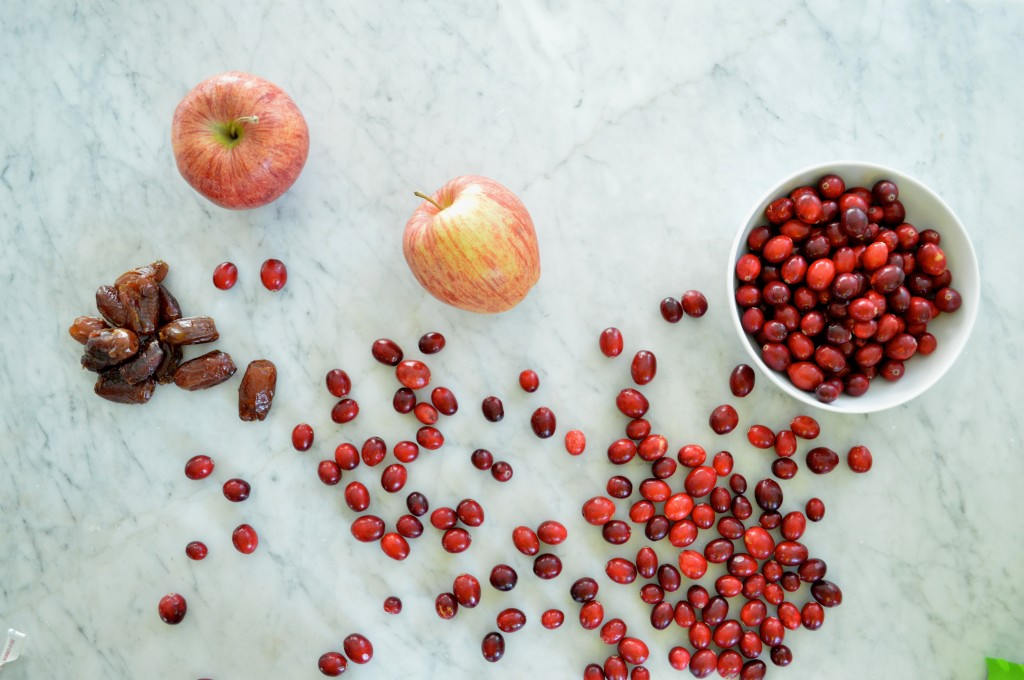 The Best Cranberry Sauce. Sugar free too! via @simplyrealhealth