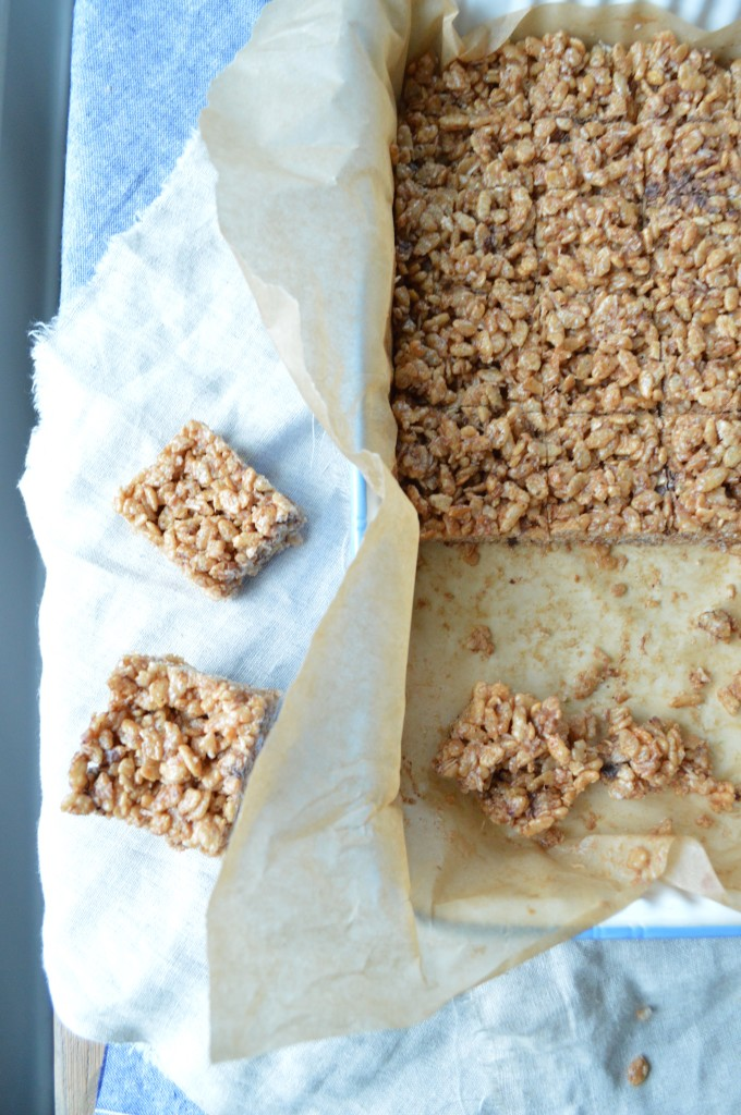 Healthy Rice Crispy Treats [gluten-free, dairy free and refined sugar free too, these little treats are delicious!] via www.simplyrealhealth.com