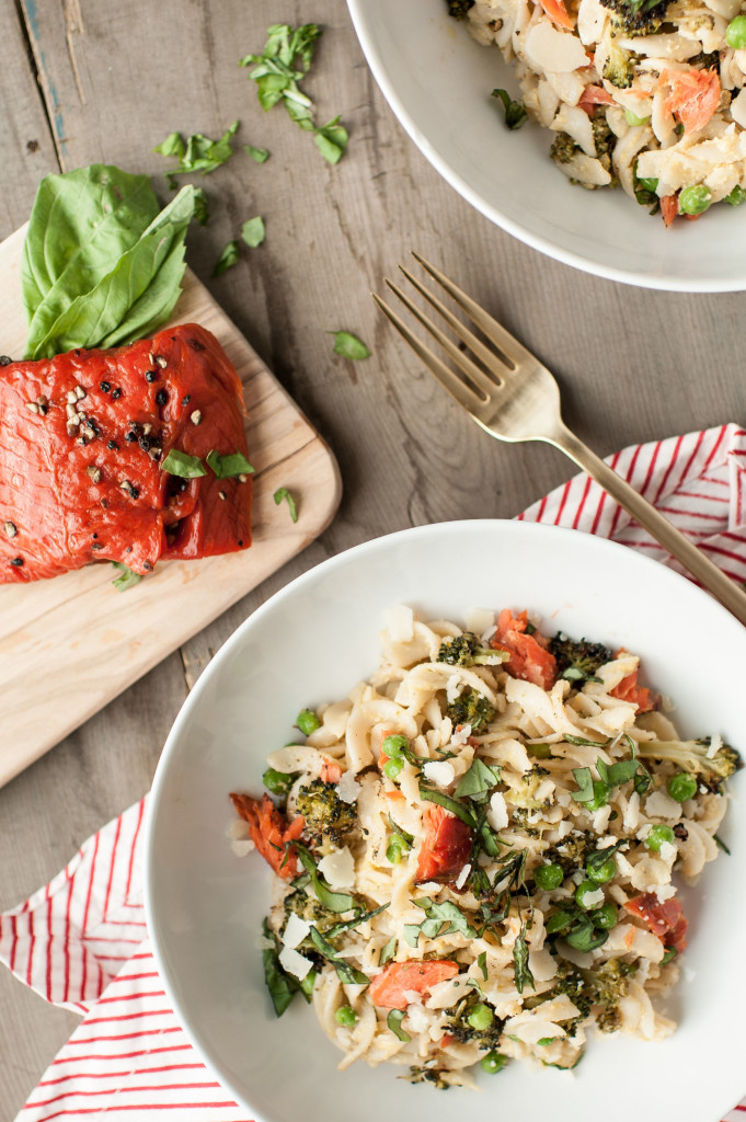 Smoked Salmon + Broccoli Healthy Fettucine Alfredo // gluten and dairy free! via simplyrealhealth.com / photo by Carina Skrobecki for Pacific Seafood /