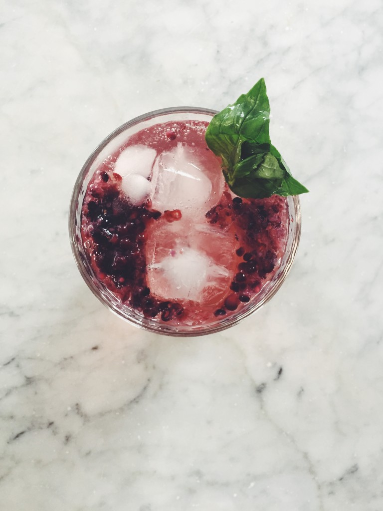 How to make your own blackberry shrub (for the best + healthiest summer cocktails + mocktails) via simplyrealhealth.com!
