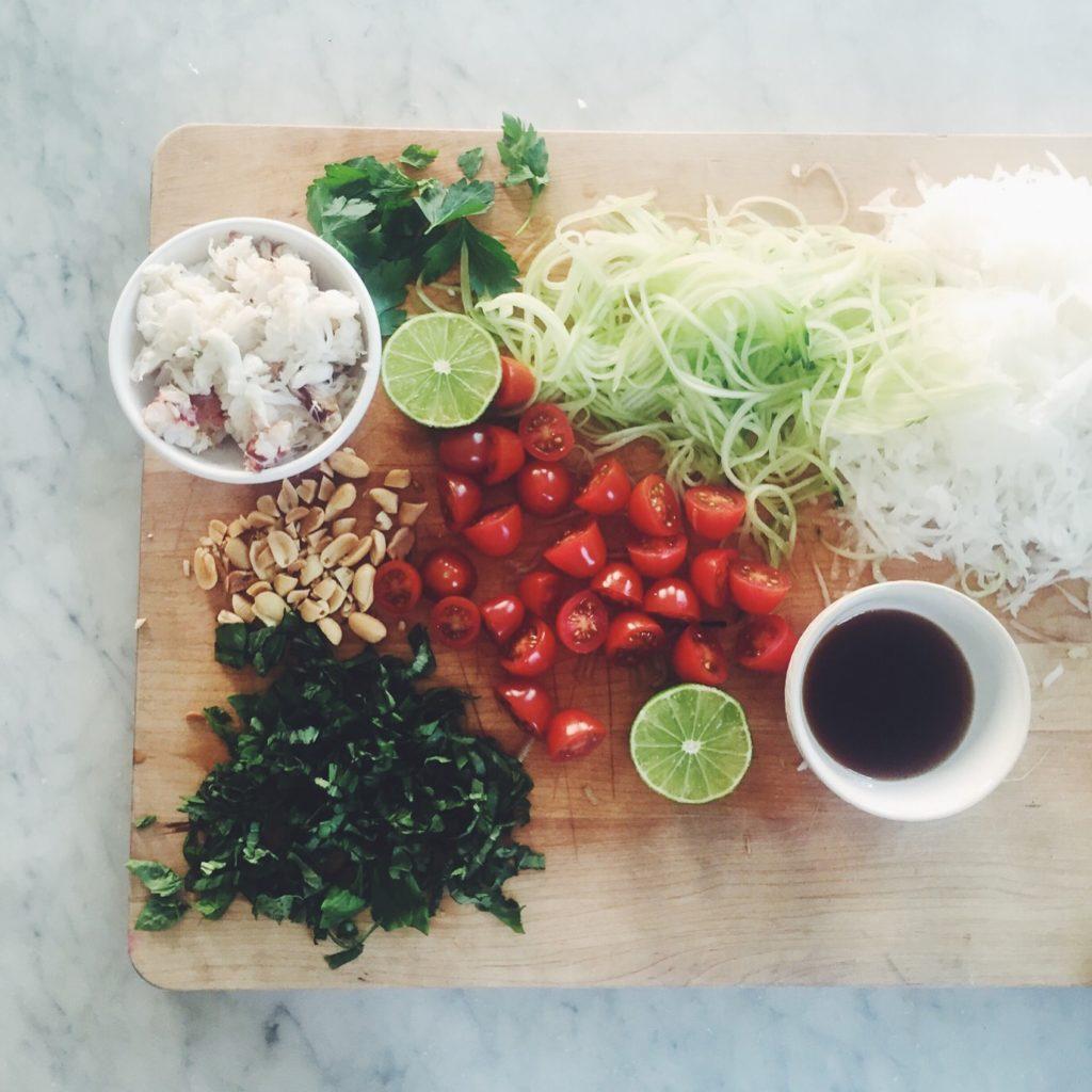 Thai Crab + Green Papaya Salad via @simplyrealhealth. Soy sauce free and super easy to make!