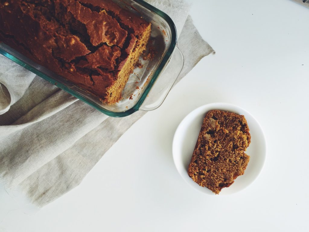 Gluten Free Pumpkin Apple Bread via @simplyrea